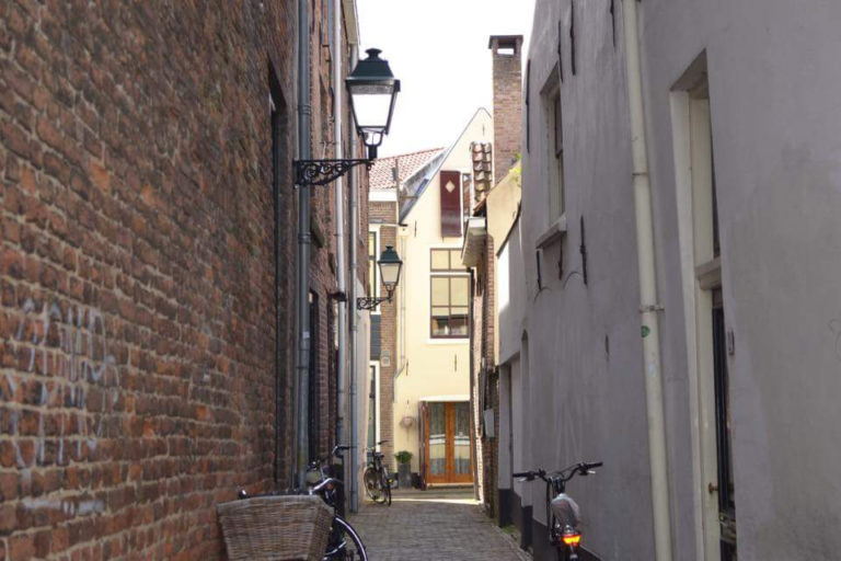 city-light-love-alley-store-old-holiday-bike-picture-netherlands-zwolle_t20_Oo9nj2